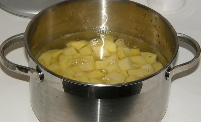 картофель порезать небольшими кусочками