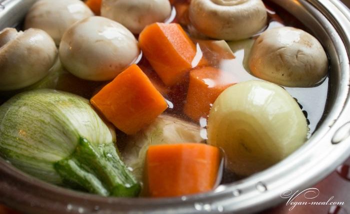 Бульон из овощей и грибов